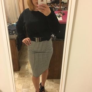 Hounds tooth printed pencil skirt